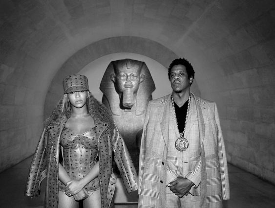 Karterovi ispred Tanisove Sfinge